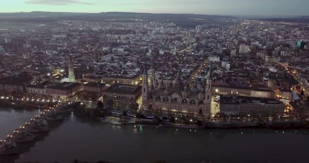 homeopático : Aerial view of the ancient spanish city of Zaragoza on dawn
