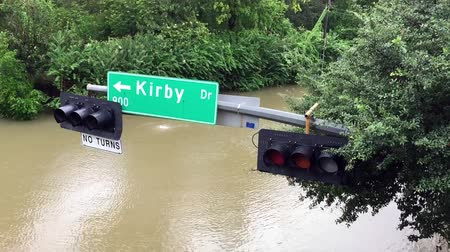 adresa : A street sign hanging over a flooded street after Hurricane Harvey came through town. Dostupné videozáznamy