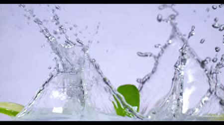 dökmek : slow motion of falling lime into water