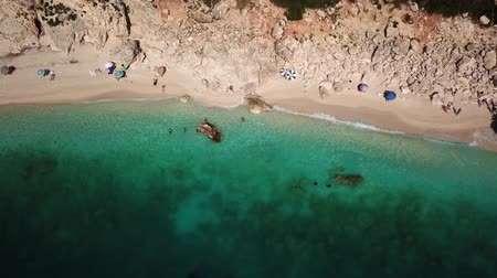 povstání : Aerial view of idyllic sandy beach in Kefalonia island, Greece. Summer relaxation and nature motive