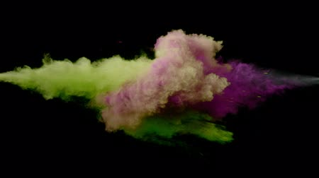 puder : Super slow motion of coloured powder collision isolated on black background. Filmed on high speed cinema camera, 1000fps. Wideo