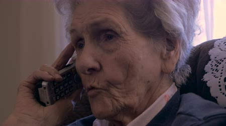 интимный : Hand held of an aging senior asking questions while on a cordless landline telephone in 4k Стоковые видеозаписи