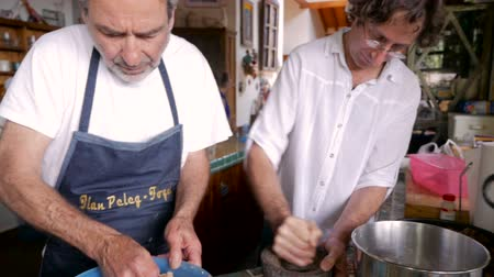 pascha : An older father and son work together in a kitchen preparing a holiday meal in slow motion - push in Wideo