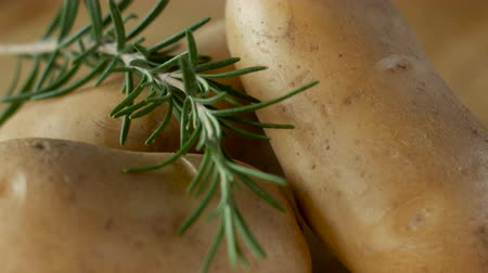 alecrim : Close up of rosemary on yukon potatoes spinning
