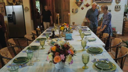 zsidó : Push in of a dinner table as guests arrive to a passover seder or dinner party.