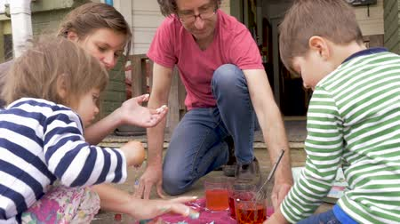 festividades : Family of four working on a fun arts and crafts project together in slow motion