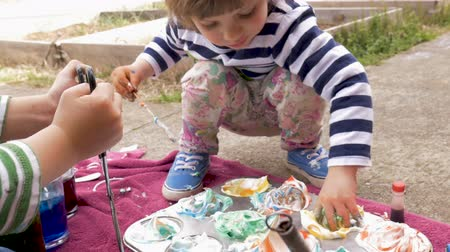 festividades : Adorable young boy and girl making colorful arts and crafts project outside in slow motion