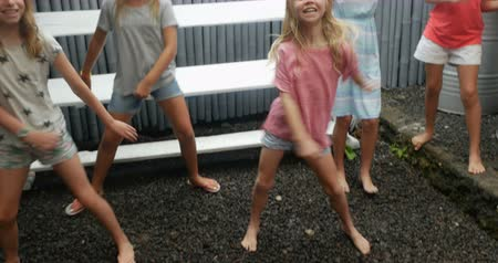 diversidade : Adorable young blond girl showing her girl friends how to dance shaking her hips and swinging her arms Vídeos
