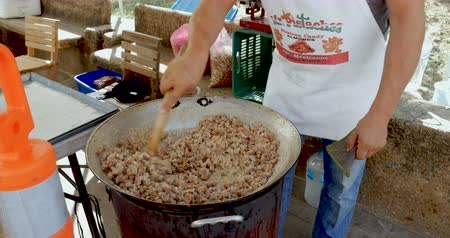 sobota : PUERTO VALLARTA, MEXICO - CIRCA MARCH 2018 - Mexican vendor cooking and preparing candied nuts for sale at the Olas Altas Saturday farmers market