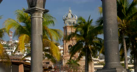 mexicano : The arches at plaza de armas on the malecon and the Church of our lady Guadalupe Puerto Vallarta, Mexico - tilt down