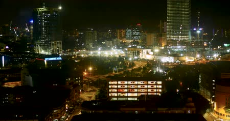 koşuşturma : Time lapse of a busy city at night with traffic and construction cranes moving along