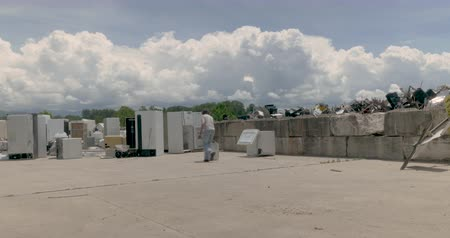 refrigerador : Man throwing away a dehumidifier with number of discarded kitchen appliances like old refrigerators and freezers at a transfer station, landfill, junkyard or recycling center