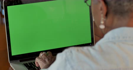 özelleştirilebilir : African American woman working on a green screen laptop computer and typing on the keyboard - OTS rack focus from woman to screen Stok Video