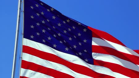 четверть : The Flag of the United States of America blowing in the wind