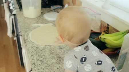 kabine : a mother and baby cooking in the kitchen Stok Video