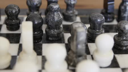 králové : A harndcarved marble chess board with stone chess pieces