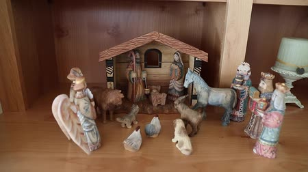 oroszország : A beautiful russian hand carved Nativity Creche set out in the home for the holidays dolly shot Stock mozgókép