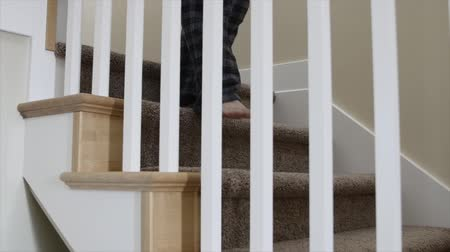zábradlí : A man turns off the light and walks up the stairs in his home Dostupné videozáznamy