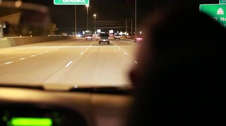 řídit : men driving down the highway at night in an suv