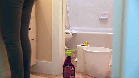 dezenfektan : a mother and toddler cleaning a bathroom Stok Video