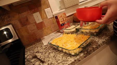 frango : a pregnant woman makes a chicken broccoli casserole Stock Footage