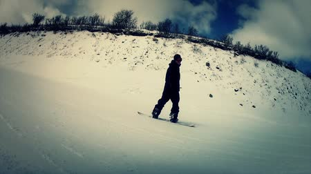 narciarz : a snow boarder at park city Wideo