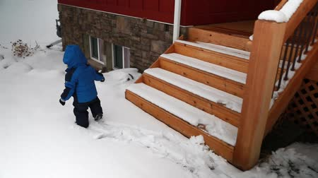 buty : a toddler walking in the snow