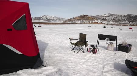 wiertarka : Families ice fishing on strawberry reservoir under snowy mountain tops