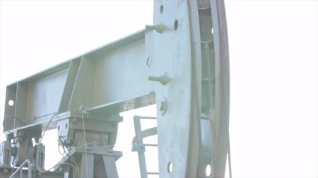 broca : An oil rig pumping oil from the well Stock Footage