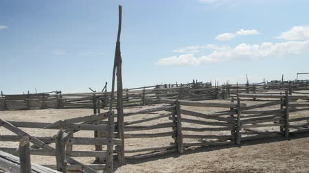 навес : A deserted old corral made of wood standing in the desert Стоковые видеозаписи