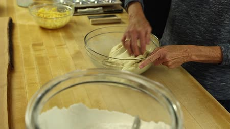 mísa : a woman making orange rolls for dessert for her family.