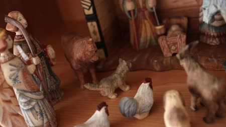 moudrý : A beautiful russian hand carved Nativity Creche set out in the home for the holidays dolly shot Dostupné videozáznamy