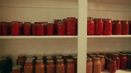 besinler : home canned food in the storage room on the shelf