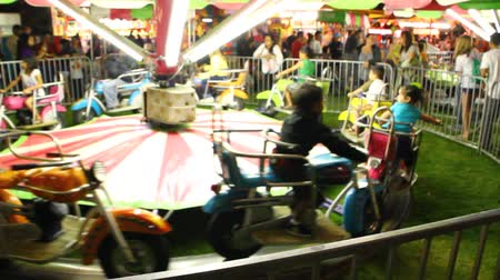 targi : Fun and games at a carnival Wideo