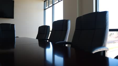 interiér : a dolly shot of a conference room and its chairs
