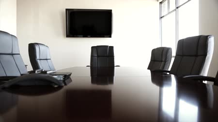 reunião : a dolly shot of a conference room and its chairs