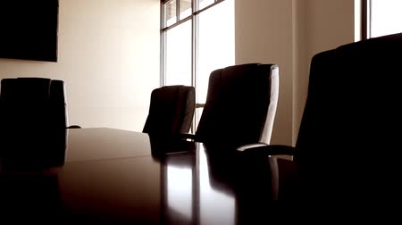 sala konferencyjna : a dolly shot of a conference room and its chairs