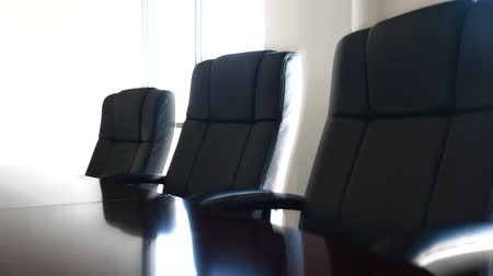 sala de reuniões : a dolly shot of a conference room and its chairs