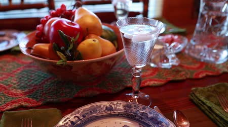 garfos : a table is set for the thanksgiving dinner