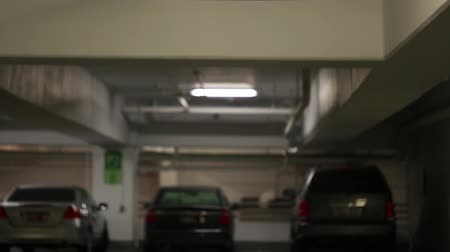 вводить : parked cars inside a full parking garage