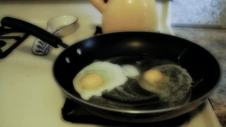 rachaduras : Time Lapse of Frying Eggs in a Pan