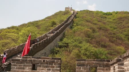 mutianyu section : family on ancient section of the great wall of china beijing mutianyu section Stock Footage