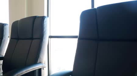 conferência : conference room chairs dolly shot Stock Footage