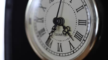 horas : a dolly shot of a broken clock closeup shot
