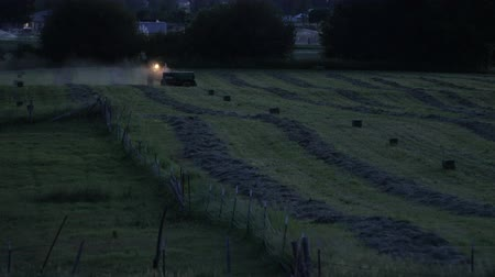 szalma : Farmer bailing hay in evening