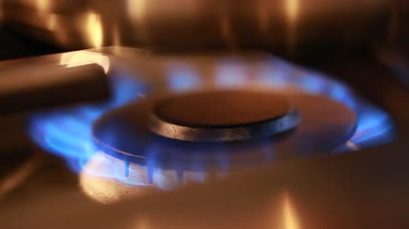 fogão : flame on a gas stove Stock Footage
