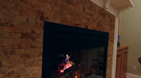 kabine : glass fireplace and a mantle jib shot