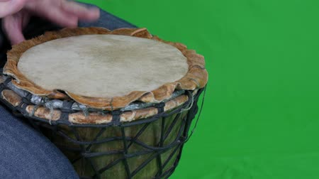 bicí nástroje : Green Screen A Male Playing a Wooden Drum