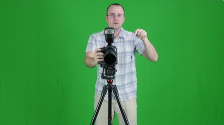 ekran : a green screen shot of a photographer taking pictures in his studio