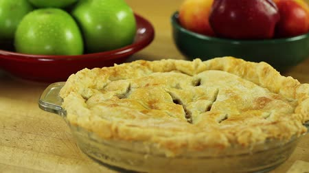 turta : hot apple pie from a oven